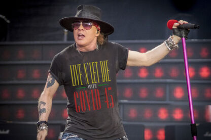 "GUNS N ROSES ""LIVE AND LET DIE WITH COVID 45"" EN REFERENCIA A TRUMP."