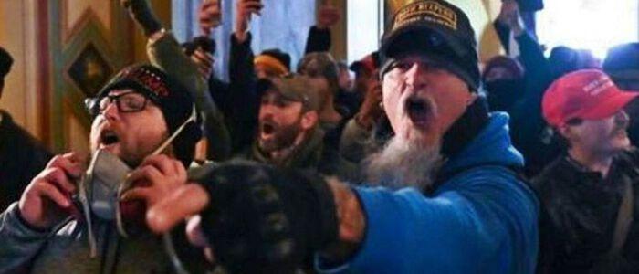 Cargos contra JON SCHAFFER por los disturbios en el CAPITOLIO.