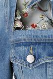 Chaqueta denim con malla y bordado floral