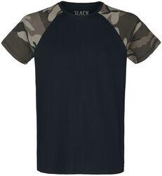 Camiseta negra con mangas de estilo camuflaje