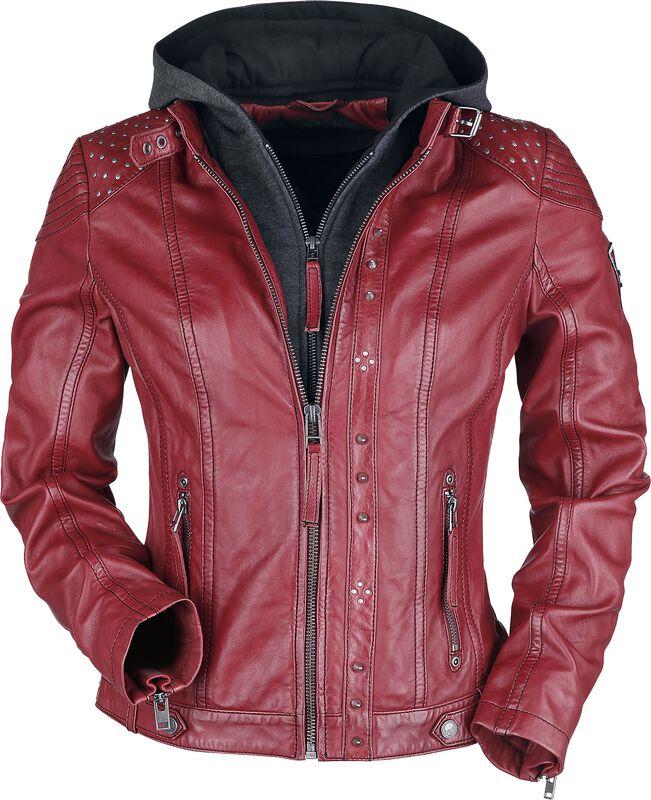 Chaqueta roja de piel con capucha gris y tachuelas