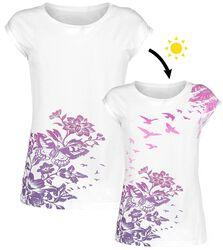 Camiseta blanca con cuello redondo y estampado UV