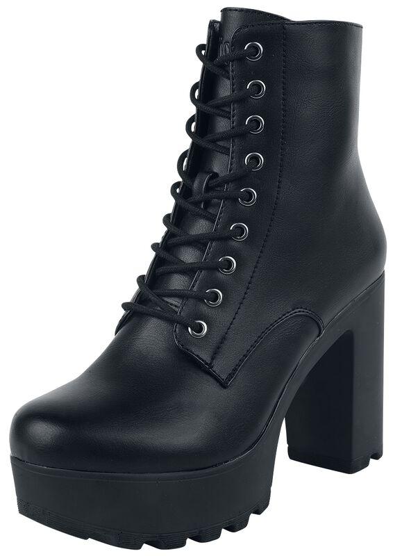 - Botas negras bajas con plataforma