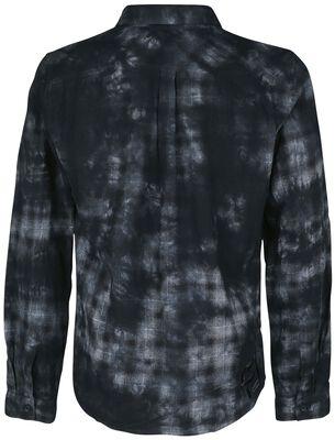Camisa a cuadros con look batik