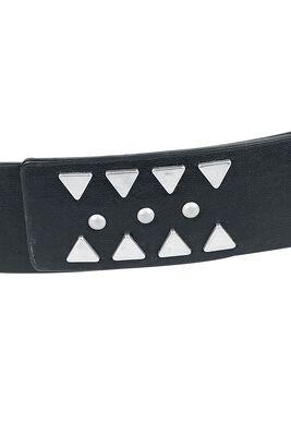 Cinturón negro con varias tachuelas